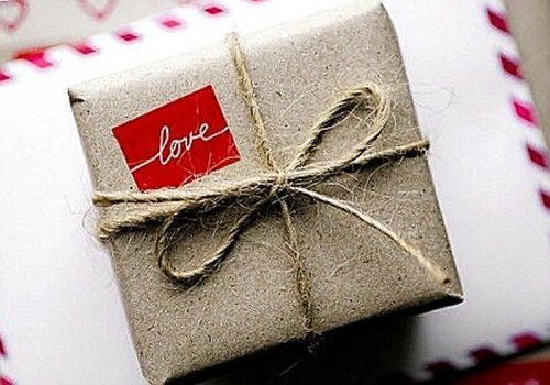Как оформить подарок для молодого человека 74